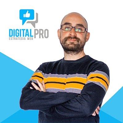 Fotografía de perfil director de diseño gráfico Digital Pro